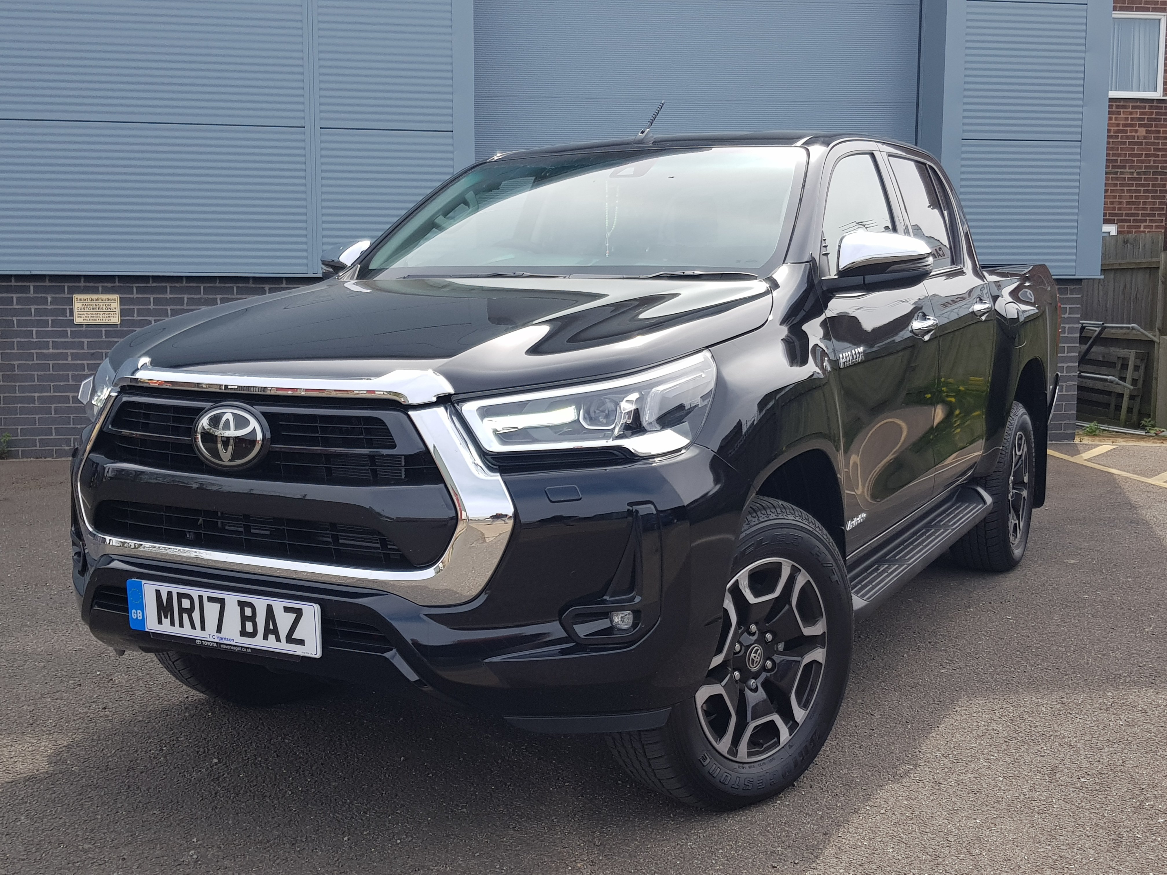 2021/21 TOYOYA HILUX 2.4D-4D INVINCIBLE AUTO ***READY TO GO***